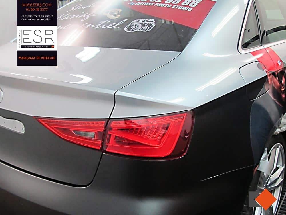 ESR, spécialiste en marquage publicitaire de véhicule réalise la conception, la fabrication et la pose d'adhésif micro-perfore sur la lunette arrière de votre véhicule.